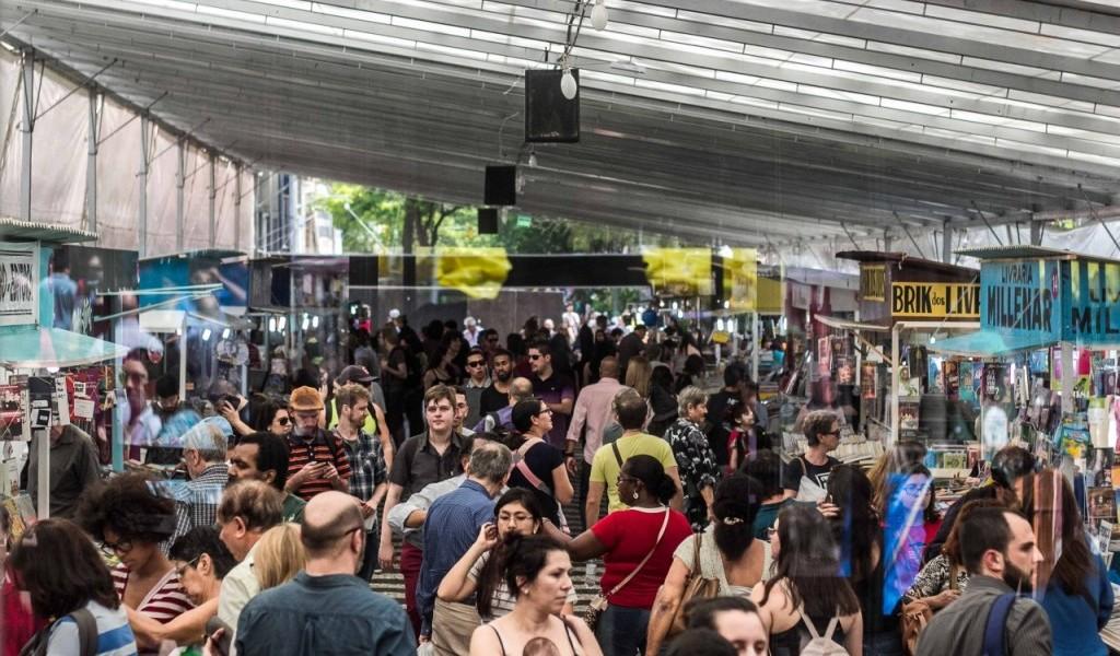 Patronos da Feira do Livro de Porto Alegre lançam manifesto em defesa da Feira do Livro na cidade
