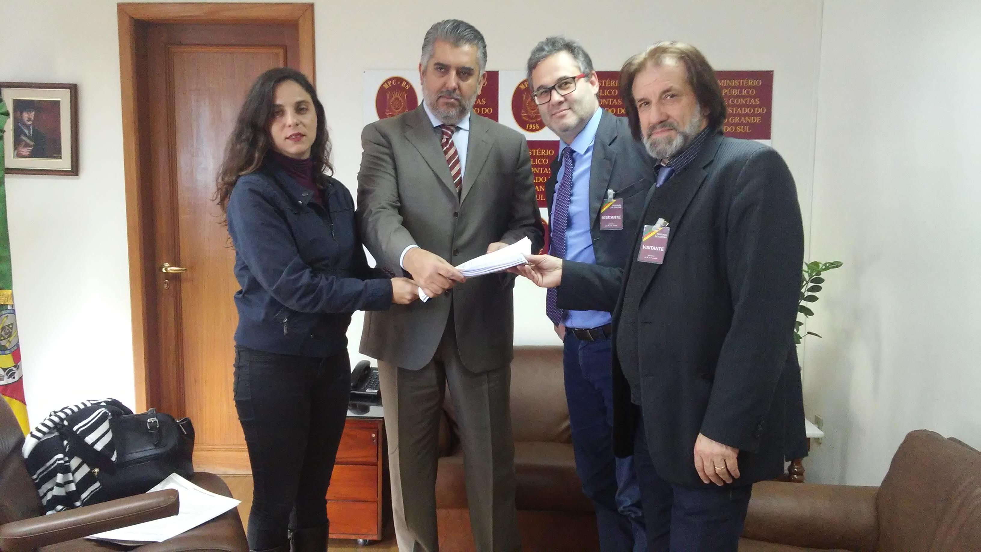Fernanda e outros 15 vereadores protocolam pedido de inspeção no transporte público de POA