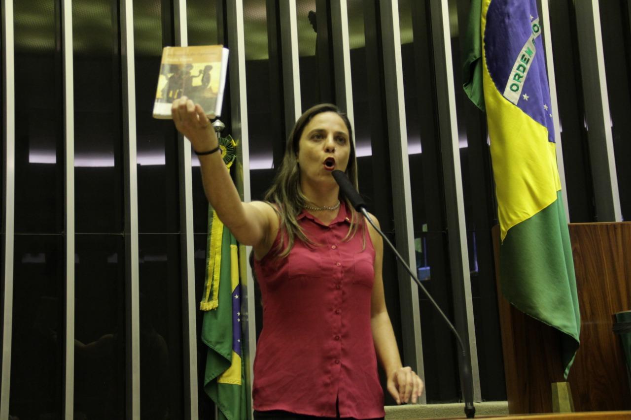 Fernanda Melchionna pede a renúncia do Ministro da Educação