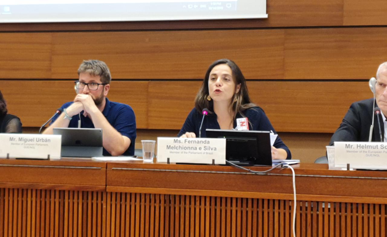 """""""É tempo de unificar a luta contra o autoritarismo e o poder econômico"""", denuncia deputada Fernanda em missão oficial em Genebra"""