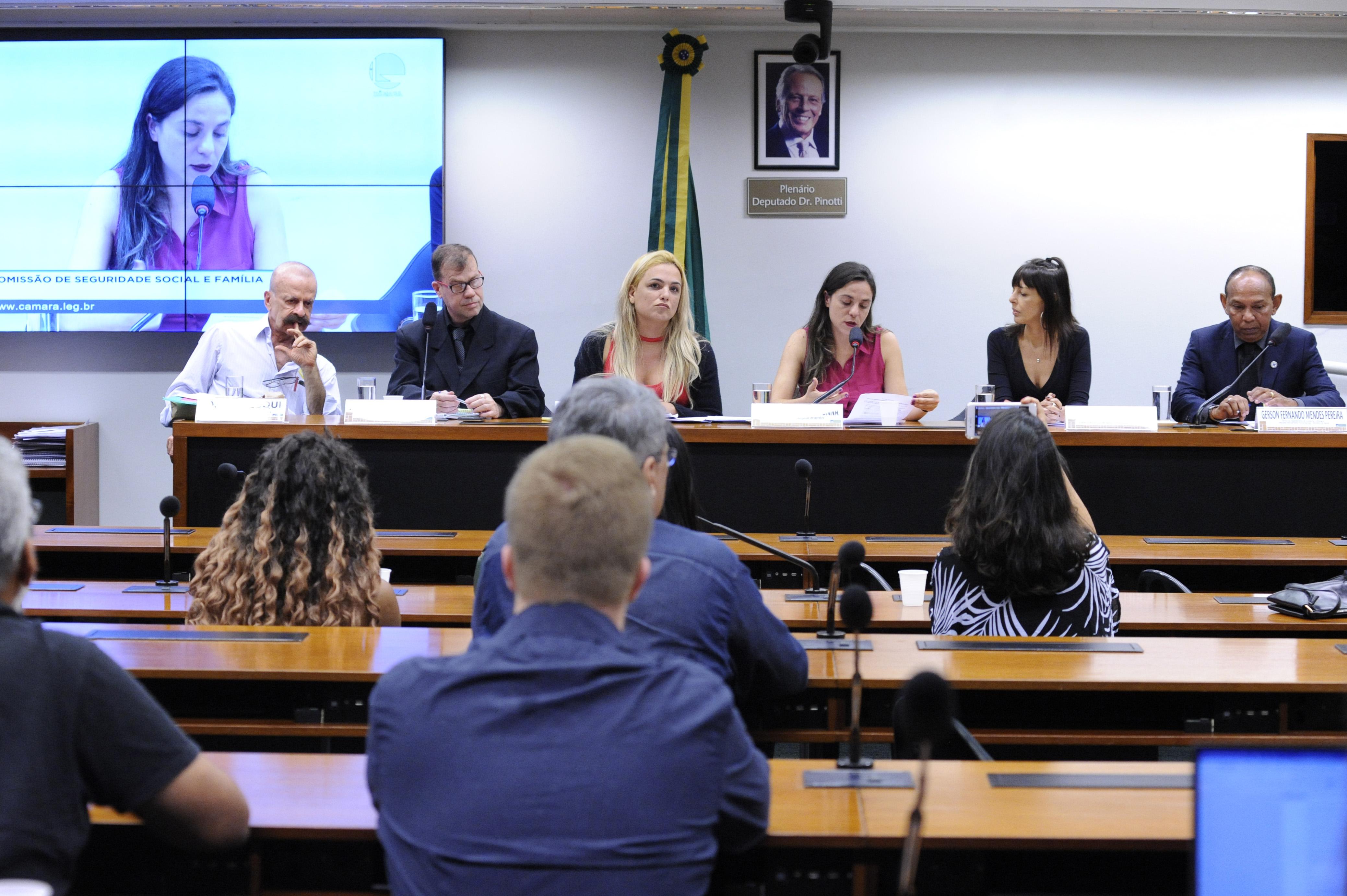 """""""Ninguém mais precisa morrer de AIDS, mas falta vontade política"""", afirmam movimentos sociais em audiência pública da Câmara dos Deputados"""