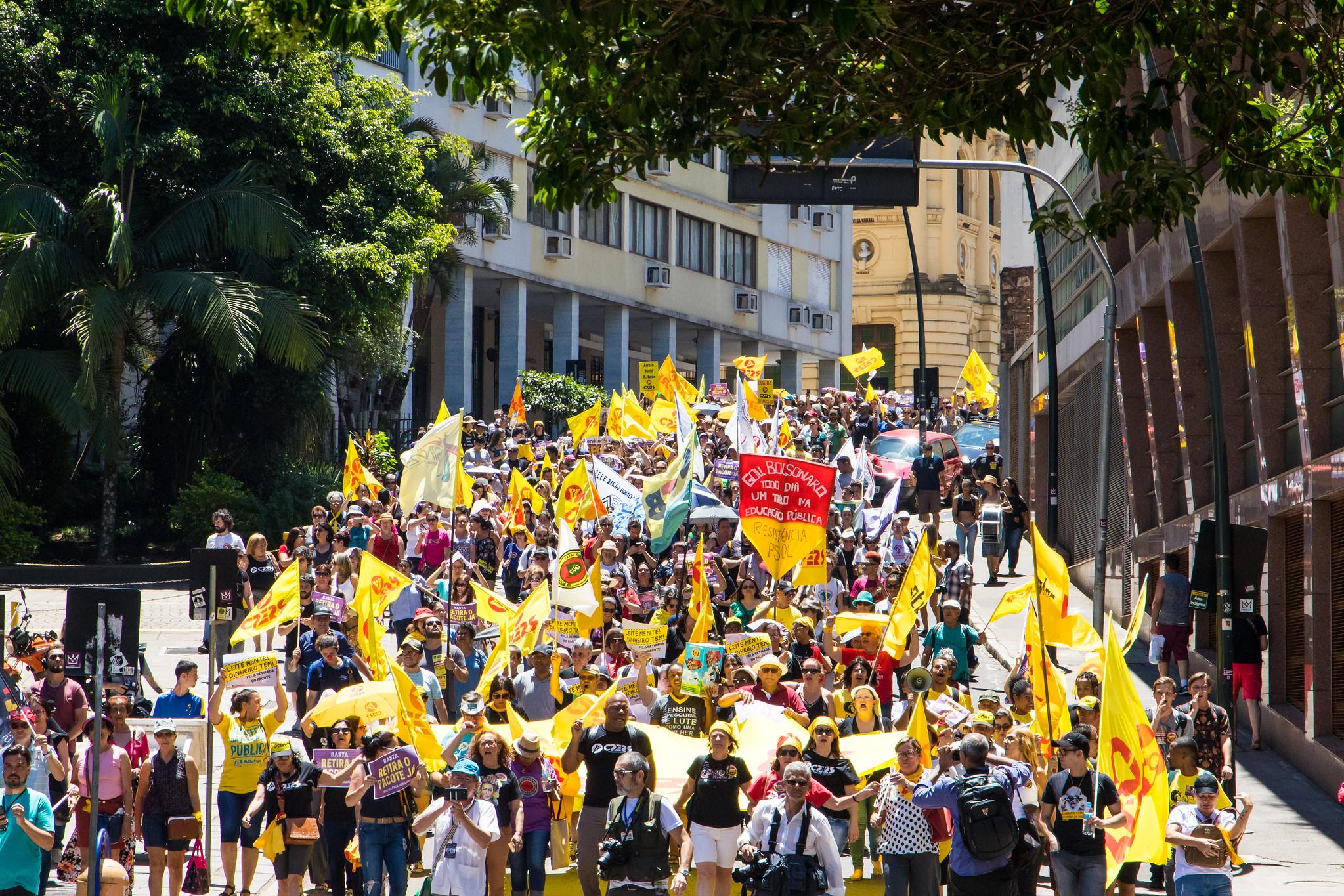 Forte mobilização do servidores gaúchos mostra que é possível derrotar pacote de morte de Leite