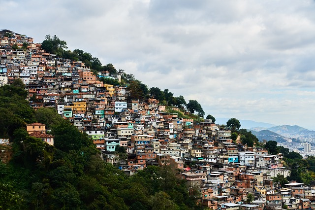 PSOL quer obrigar governo a fornecer água, sabão e álcool em gel para favelas e comunidades