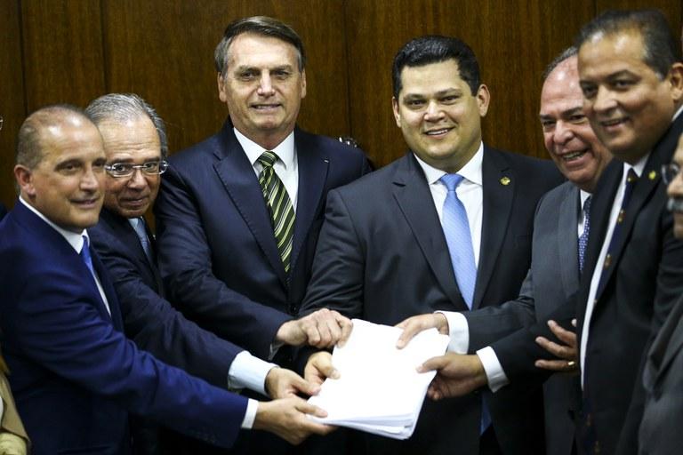 """O """"Plano Mais Brasil"""" é um golpe contra nossos direitos e contra a Constituição"""