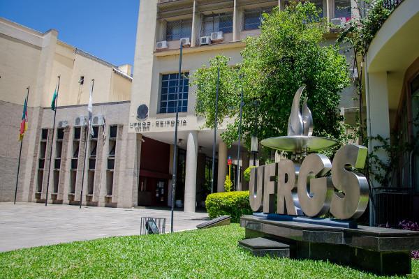 PSOL cobra de Alcolumbre devolução de MP que permite intervenção nas universidades