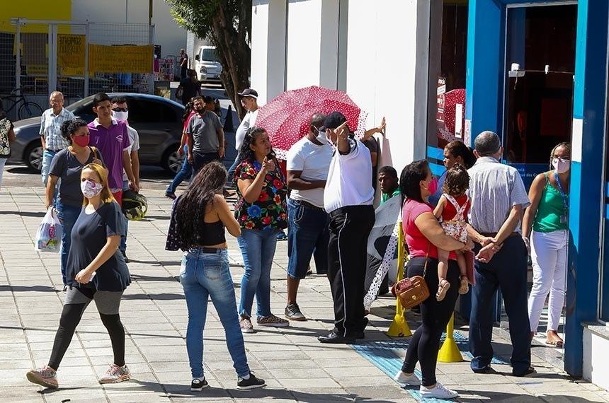 Senado aprova projeto do PSOL que prioriza mulher provedora para receber auxílio emergencial