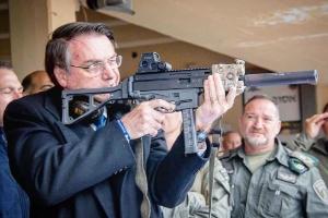 PSOL apresenta quatro projetos para derrubar decretos das armas de Bolsonaro