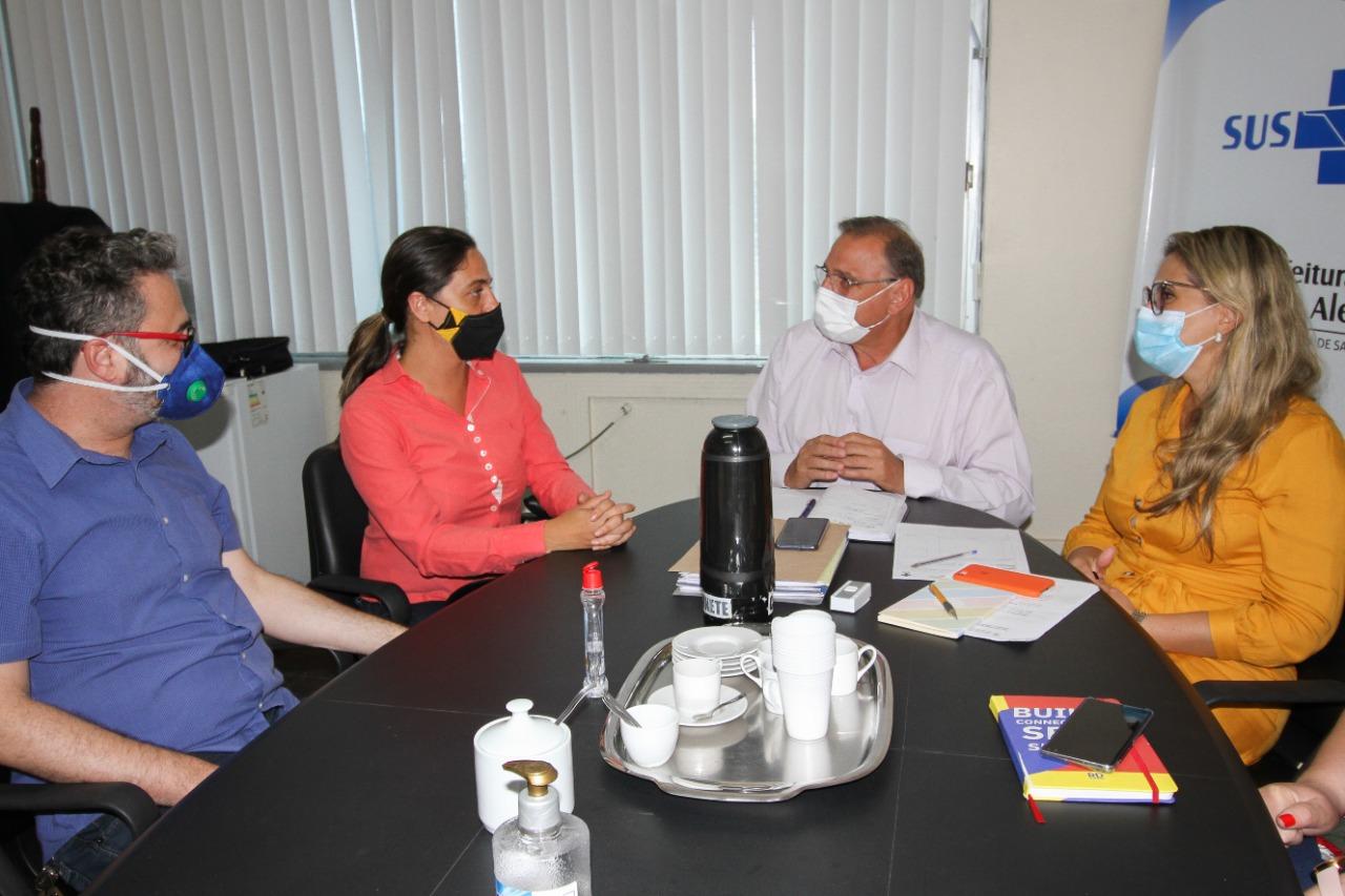 Fernanda articula reunião com SMS e servidores da Saúde sobre plantões