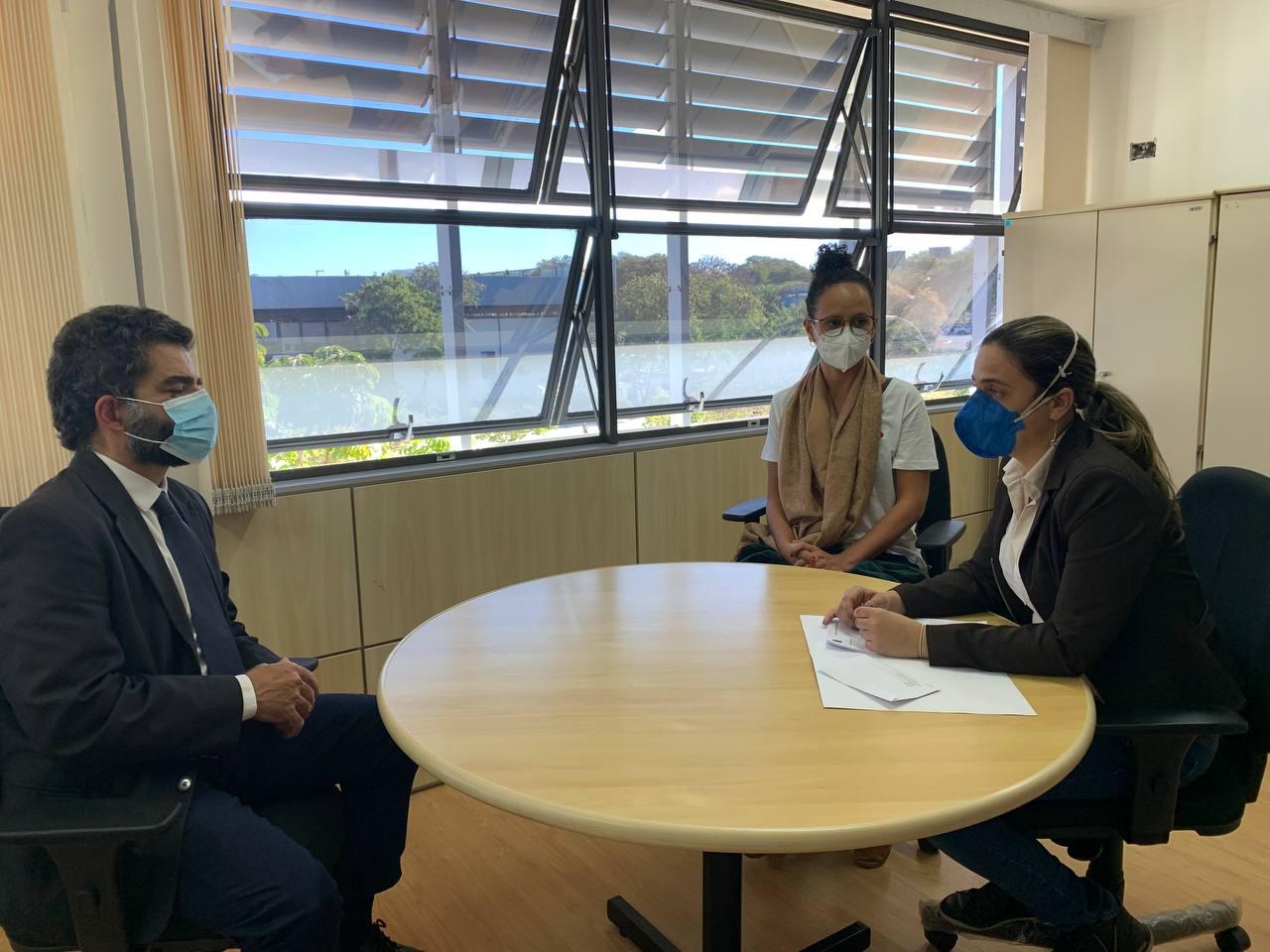Deputada Fernanda Melchionna entrega ao MPF dossiê sobre retrocessos ambientais no governo Bolsonaro